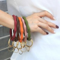 Keychains 1PC Fashion O Silica Gel Wear Bracelet Keychain For Women Gifts Trendy Simple Circle Wristlet Bangle Unisex Jewelry