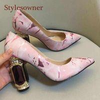 Sandali Donne Summer Summer Slides Slides Banchetto Fashion Rhinestone Bowtie Shoe Crystal Thick Gem Gem Gem Gema Deoc Peep Toe Scarpe in raso 2021