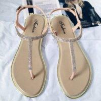 جديد إمرأة الصنادل المسطحة بلينغ كليب تي نوع الأزياء عارضة أحذية النساء مشبك شاطئ السيدات ثونغ الأحذية الإناث الصيف 2020 U6WF #