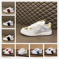 [Kutu ile] VALENTINO Shoes nouvelle mode 2020 cloutée Triple blanc VLTN Chaussures de course Hommes Femmes Sport Chaussures Casual vache Baskets en cuir