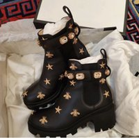 2021 Damen Designer Stiefel Martin Desert Boot Flamingos Liebe Pfeil 100% Echtleder Medaille Grob Rutschfeste Winterschuhe Größe US5-11