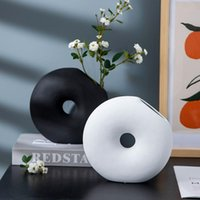 Nordic Contracted White Donut Ceramic Vase Hydroponic Device Flower Vase Desktop Crafts European Home Decoration Wedding Gifts