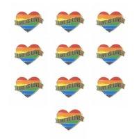 Gay Pride Heart Rainbow Flag Bandiera Spille a risvolto LGBT IS Love Smalto Pins per le donne Uomo Accessori per gioielli regalo