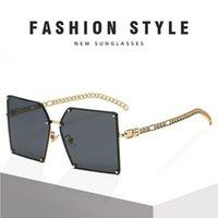 KlassNum Moda Degrade Güneş Gözlüğü Kadınlar Için Büyük Boy Vintage Alaşım Zincir Çerçeve Perçin Kare Güneş Gözlükleri Kadın Zarif Shades