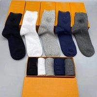 5 pairs / kutu Erkek ve kadınların yeni markası pamuk severler lüks tasarımcı erkek çorapları mevcuttur