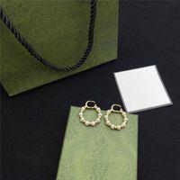 Novità Designer Pearl Circle Orecchini Charm Delle Donne Doppia Lettera Eardrop Girl Pendant Studs per la data DATA DEGHI