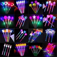 Juguetes de Navidad LED intermitente Lighting Light Up Sticks Resplandor Rose Estrella Heart Magic Wands Fiesta Noche Actividades Concierto Carnavals Props Niños Juguete