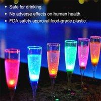 6 ADET LED Şarap Şampanya Flüt Gözlük Su Sıvı Aktifleştirilmiş Yanıp Sönen Işık-up Bardak Aksesuarları Mutfak Dekorasyon FP8 210827