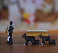 1:64 Alta simulazione Plastica Ghana Funeral Bara Dancing Pallbearer Team Modello Squisito Azione Azione Figure Figure Arredamento auto 6 V2