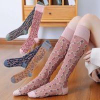 Otoño e invierno Nuevo color deportivo Mostrar pata delgada Tubo largo Calcetines de mujer