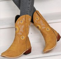 Autumn winter new women's shoes Martin boots ladies thick heel pointed toe large size embroidered Female boot futsal chalas