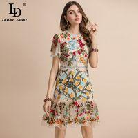 Ld Linda della جديد 2021 أزياء المدرج الصيف اللباس المرأة مضيئة كم الزهور التطريز شبكة أنيقة الجوف خارج ميدي فساتين 210303