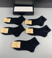 2 renk siyah beyaz yeni erkek ve kadın spor çorap markası pamuk severler lüks tasarımcı erkek çorap mevcuttur