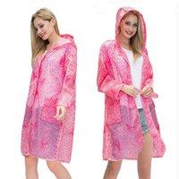 Nueva llegada de la moda de encaje impermeable plástico EVA mujeres con capucha larga trinchera capas de lluvia adulto al aire libre lluvia jllmfn