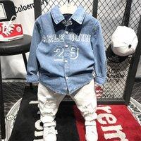 Wnleigel 2 Шт. Мальчики Мода Осень Весна Одежда набор детей Отклонить джинсовую букву Печатная рубашка и белые отверстия брюки набор одежды T200414
