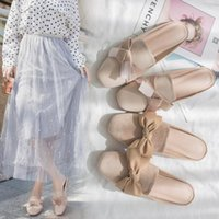 النعال 2021 الصيف الأحذية النسائية النسخة الكورية الجديدة من مربع تو بوتو باوتو نصف مقطورة المرأة الأزياء القوس الصنادل المسطحة