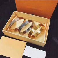 Braccialetti di fascino unisex di modo con braccialetto della fibbia della lettera per gli uomini delle donne dei monili della catena libera del braccialetto dei monili di modo 5 opzioni