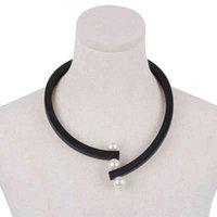 YDYDBZ Design Pearl Anhänger Halskette Frauen Luxuriöses Schwarzes Gummi Seil Kurzer Halsketten Klassiker Minimalistische Schmuck Choker