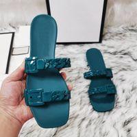 2021 최고 품질 남성 비치 슬리퍼 여름 패션 여성 플립 플롭 가죽 레이디 슬리퍼 금속 여성 신발 평면 숙녀 슬리퍼