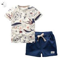 Biniduckling 2 adet çocuk kıyafeti setleri erkek O-Boyun T-shirt ve şort yaz rahat karikatür balık baskı çocuklar çocuk pamuk giysileri 210226