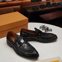 Homens sapatos vestido de luxo designer genuíno couro de couro artesanal sapato de festa feitos feitos fiéis ao tamanho Pegue seus tamanhos normais Brogue três cores