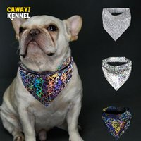 Cawayi Kennel عاكس كلب القطط الثلاثي ضمادة الأزياء الملونة مثلث وشاح ليلة السلامة الكلب وشاح مريلة اللعاب منشفة