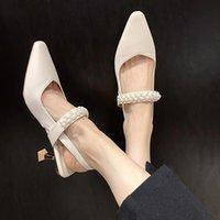 Robe chaussures sandales perles sandales peu profondes carrées carrées taches hautes talons féminin chaussure 2021 filles à talons aiguës pour femmes ouverts beige mode