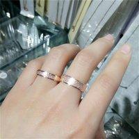 Anillo de dedo helado de color dorado para mujer Hombre Joyería de boda Titanio Acero Top Anillos simples Tamaño 5-9 Bandas de boda