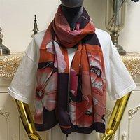 Bufanda larga de las mujeres Diseño de doble capa Imprimir letras Flowers 100% Material de seda Mantiga Bufandas Tamaño 180cm - 65cm