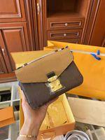 2021 Nouvelle couleur Correspondance Single Femmes Sacs Sacs à bandoulière Crossbody Lock Postman Cuir Sac Crossbar Cuir Vieux Fleur Sac à main de haute qualité
