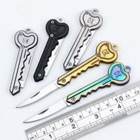 키 모양 미니 폴딩 나이프 야외 세이버 포켓 과일 다기능 키 체인 knifes 자기 방어 EDC 도구 기어 WLL231