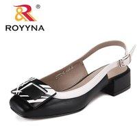 Royyna New Novedad Estilo Mujer Sandalias Tacones cuadrados Femme Zapatos de verano Decoración de metal Decoración Feminimo Slippers Envío rápido 210301