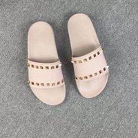 2021 Neue Frauen Hausschuhe Metallknopf Niete flache Sohle Sandalen Sommerschuh Mode Hausschuhe Größe; 35-45