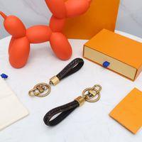 2021 ماركة ماركة الكلب المفاتيح الكلاسيكية أنيقة كيرينغ النساء الرجال الفاخرة سيارة قلادة للجنسين اليدوية الجلود مصمم مفتاح سلسلة حلية مجوهرات هدية مع مربع