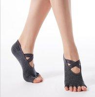 Novas Mulheres Crossover Strap Yoga Socks Ginásio Dança Esportes Exercício Pilates Sox Respirável Anti Slip Toe Socks Athletic Ao Ar Livre Acccs