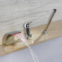 Faucets de bañera de 3 orificios de latón pulido enrollamiento de cromo montado mango de agua con ducha mano LED Cascada Grifo