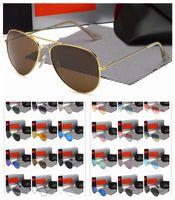 Lunettes de soleil design de luxe pour hommes Femmes Miroir Cadre en métal Pilote Sunglass Classic Vintage Eyee à vélo anti-UV Conduite 1pcs Mode Sun Lunettes avec cas libre