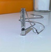 Collier de sifflet en acier Titane Titanium Collier de haute qualité Diamond Collier Mode Collier de chaîne en métal Finger pour couple