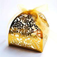 10 unids Láser Cut Rose Flower Cajas de caramelo Bolsa Favores Favores Regalo Cajas de regalo Paquete Bautismo con Cinturi Cumpleaños Boda Suministros