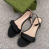 Дизайнер плоский сандал кожаные двойные золотые моды роскошные женские лодыжки ремешок слайды черный красный летний пляж сексуальные сандалии с коробкой 261