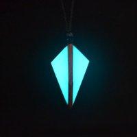 Ожерелья подвески Специальный подарок, Светящееся Ожерелье Подвеска Ночью, Материал из цельной древесины, подходит для мужчин и женщин, чтобы носить украшения