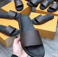 Sıcak Katmanlı Su Sıfır Erkekler Kadınlar Slayt Sandalet Tasarımcı Ayakkabı Lüks Slayt Yaz Moda Geniş Düz Kaygan Kalın Sandalet Terlik Çevirme