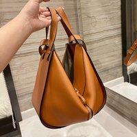 2021 Расширенный дизайн Классический тисненный логотип Howhide Hammock Bag Простая роскошная элегантная леди сумки с резьбой