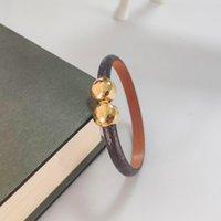 Luxury Smycken Feminin Läder Designer Armband med Guld Hjärta Märke Logo På En High End Elegant Fashion Armband Holiday Gift