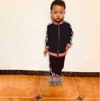 Детские дизайнерские комплекты одежды Новые роскошные печати трексуиты модные письма куртки + бегуны повседневный спортивный стиль толстовка мальчиков одежда