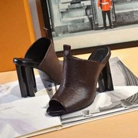 2020 Venta de diapositivas bien clásicas Sandalias Lady Sandalias de verano Hebilla de metal Tallo de gran tamaño Tacones de tacón alto zapatillas 35-41 con caja zapato10 0