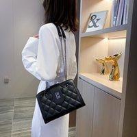 Outlet usine Design Muzi Femme 2021 Coréen à damier nouveau Polyatile One Oponders Messenger Chaîne Simple petit sac carré simple