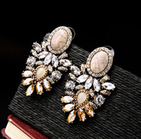 2021 New Retro Earrings inlaid with diamond luxury gem crackle lady Earrings Wedding Jewelry free shipping 022711