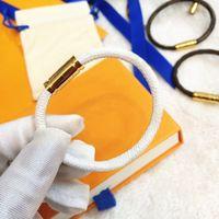 男女ブレスレットファッションレザー磁気バックルブレスレットチェーンジュエリーユニセックスリストバンド4色高品質ボックス追加料金が必要