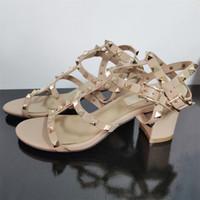 2021 Donne Rockstud Sandalo Rivetti cinturino alla caviglia con tacchi alti Sandali in pelle di vitello Scarpe in pelle in gomma Corsa regolabile con cinghie regolabili 6.5 cm 9.5 cm